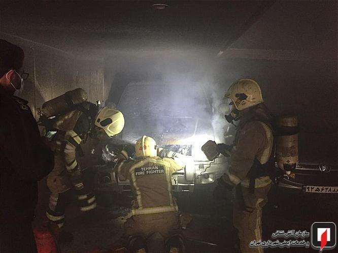 خودروی سواری در پارکینگ ساختمان مسکونی آتش گرفت