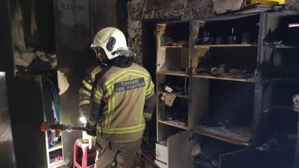 نجات 35 نفر از آتش سوزی مجتمع مسکونی 11 طبقه در شهرک غرب