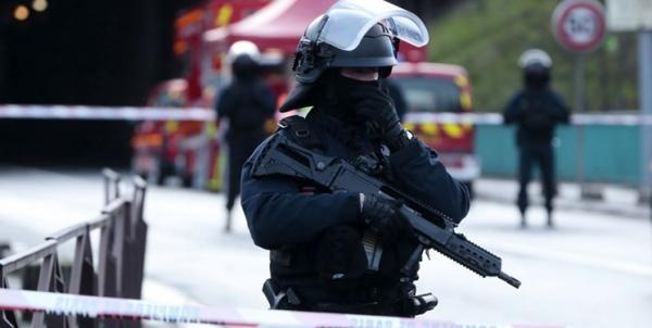حمله با سلاح سرد به مأمور پلیس فرانسه