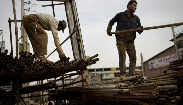 بی اثر شدن افزایش حقوق 1400 زیر بار گرانی ها، حقوق کارگران چقدر با خط فقر فاصله دارد؟